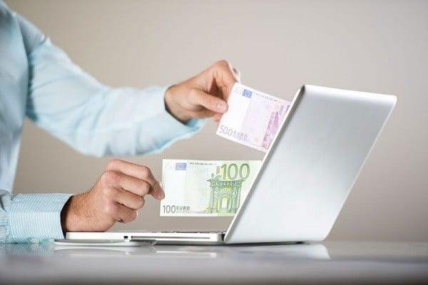 Jakie przewagi niesie za sobą korzystanie z internetowego kantoru nad stacjonarnym?