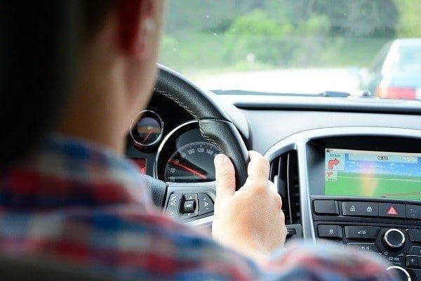 Lubisz jeździć samochodem? Zacznij przewozić osoby do pracy za granicą!