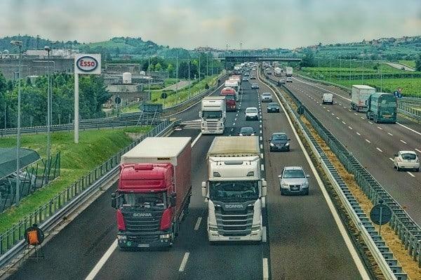 Kiedy skorzystać z usług firmy transportowej?