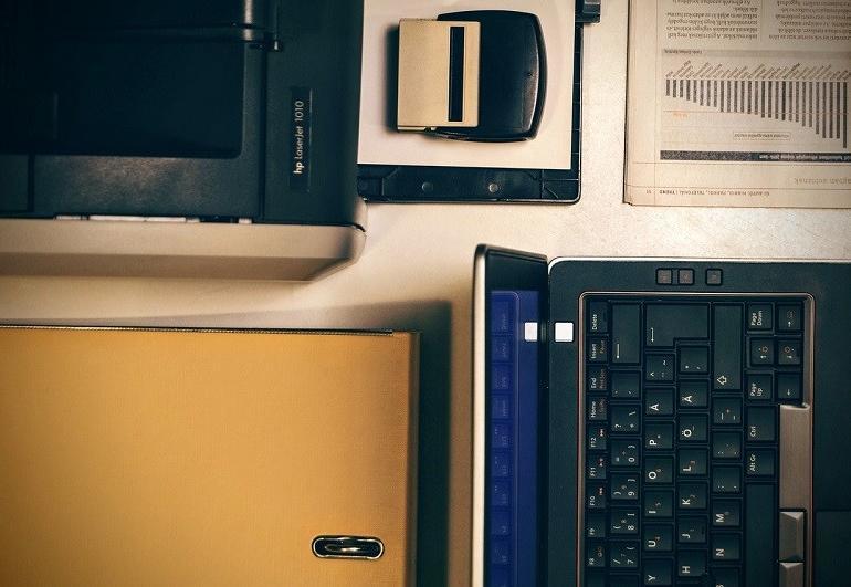 Dell Inspiron 2 w 1 – czy warto zdecydować się na laptop z ekranem dotykowym?